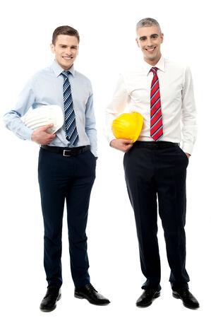 safety helmet: Equipo de trabajadores de la construcci�n con casco de seguridad