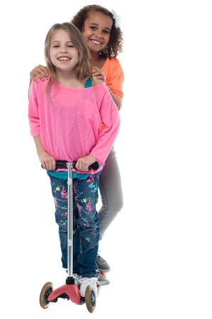 cute little girls: Ni�as lindas con la vespa del pat�n