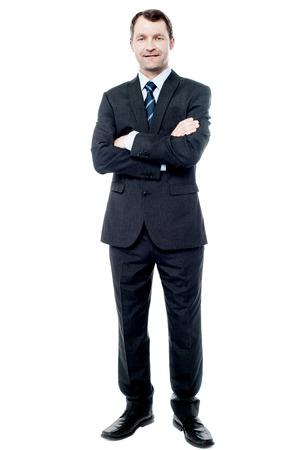 組んだ腕を持つスーツでハンサムな実業家 写真素材