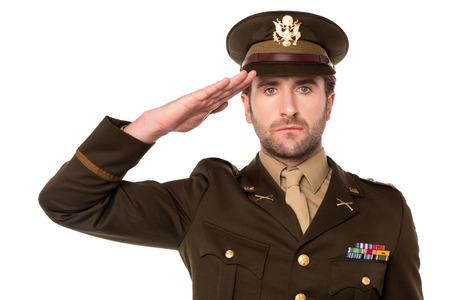 敬礼で分離された白の若い陸軍将校