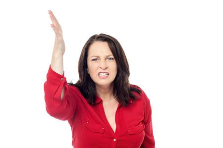 mujer enojada: Mujer enojada levantar la mano a punto de abofetear