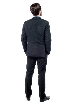 Volledige lengte van zakenman naar de muur Stockfoto