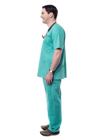 side pose: Actitud lateral del doctor de sexo masculino frente al espacio de copia Foto de archivo