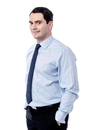 side pose: Actitud lateral negocios con las manos en los bolsillos