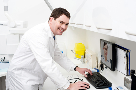 Dental expert talking to his assistant, online photo