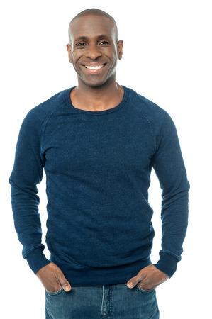 modelos hombres: Casual hombre de mediana edad con las manos en los bolsillos