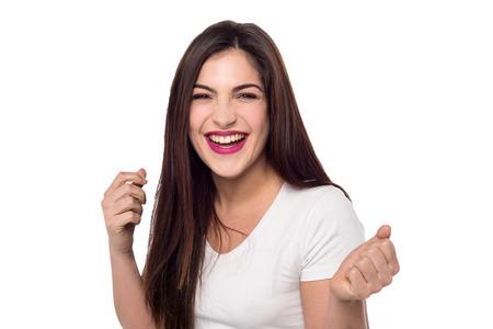 laughing out loud: Mujer bonita Emocionado riendo a carcajadas