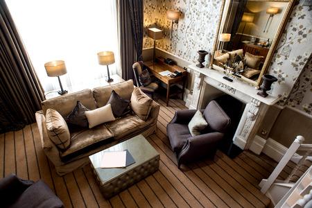 Luxe woonkamer met modern meubilair