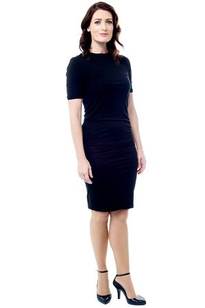 full length: Volledige lengte van jonge zakenvrouw poseren op een witte Stockfoto