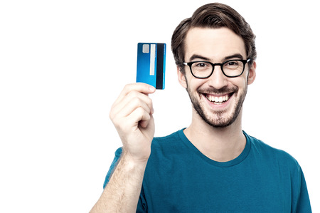 Young man showing credit card Standard-Bild