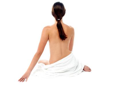 topless: Portrait d'une jeune femme aux seins nus