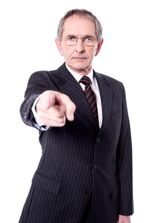 dedo indice: el dedo índice mayor serio director señala en usted.
