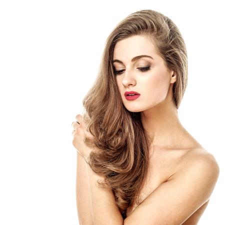 femme se deshabille: Sexy femme nue isolé sur blanc