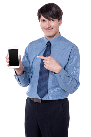 dedo          ndice: Businessman pointing his index finger at smart phone.