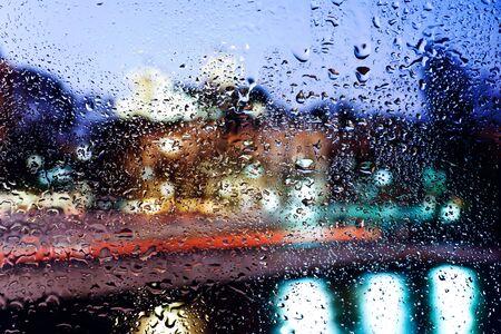 condensacion: Gotas de agua sobre el vidrio