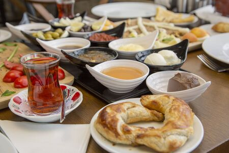 Petit déjeuner turc traditionnel
