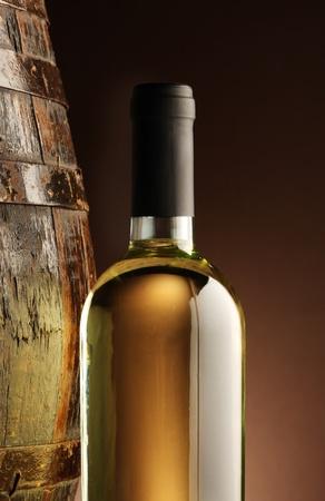wei?wein: Wei�wein Flasche und Fass woodden