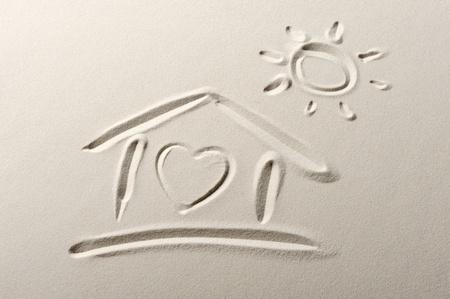 drawing heart: Fond de plage avec la maison et le dessin coeur