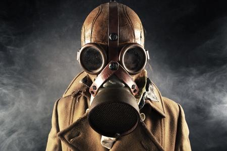 gasmasker: grunge portret man in gasmasker