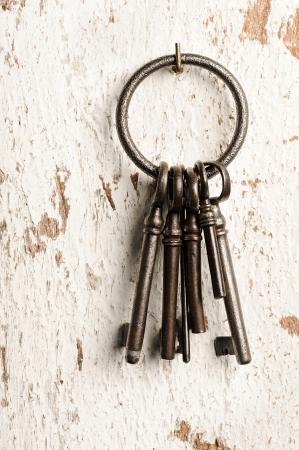 llaves: claves del grupo de edad en la pared