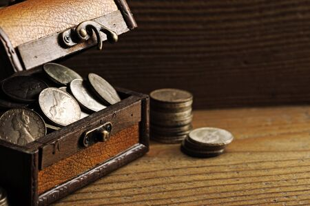 monete antiche: Scrigno del tesoro, monete antiche
