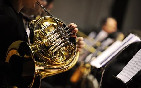 orchester: Franz�sisch Horn bei einem klassischen Konzert Musik