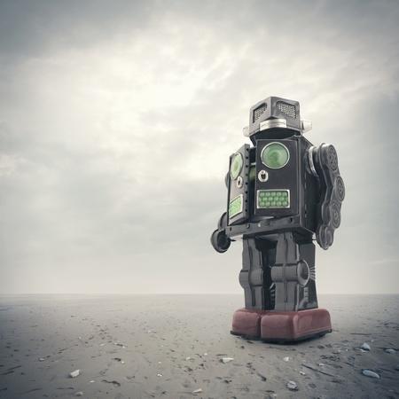 juguetes antiguos: una lata retro robot de juguete sobre un fondo apocal�ptico