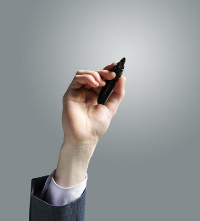 hombre escribiendo: Empresario dibujo a mano en una pizarra