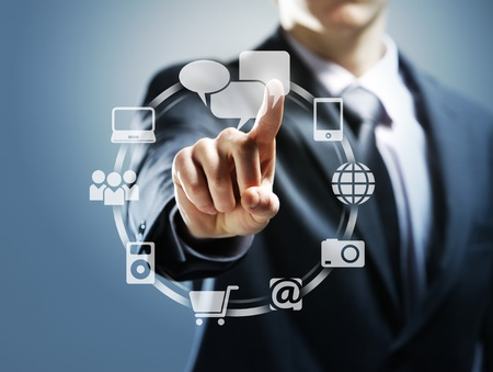 pushing the button: Hombre de negocios pulsando los iconos virtuales
