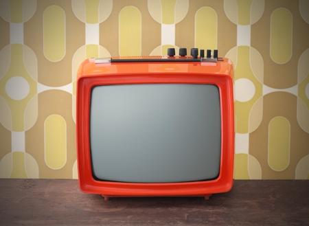 television antigua: Old TV en el fondo vintage Foto de archivo