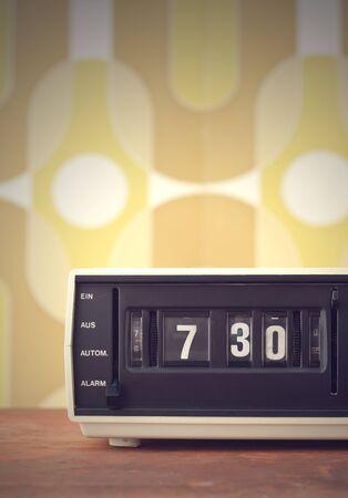 reloj despertador: ¡Despierta! alarma de la vendimia radio reloj Foto de archivo