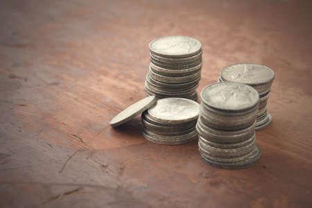 monete antiche: italian vecchie monete sul tavolo in legno