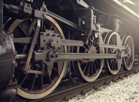 locomotora: Llantas viejas locomotoras de cerca.