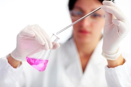 immagini medicali: Ricercatore di lavoro con sostanze chimiche
