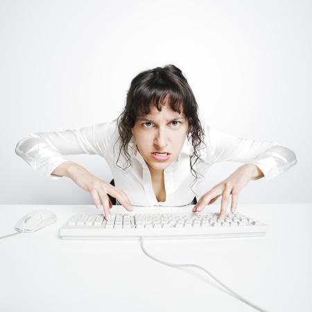 gente loca: Mujer secretario enloquecido por exceso de trabajo