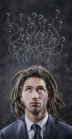 dreadlocks: Joven hombre de negocios mirando hacia arriba en espacio de la copia Foto de archivo