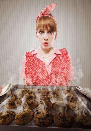 quemado: Ama de casa retra quemado las galletas