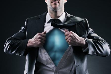 job opening: Negocios del super h�roe tira de la camisa abierta. El cambio y el concepto de �xito.
