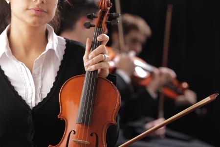 musica clasica: Violinista mujer a un concierto de m�sica cl�sica Foto de archivo