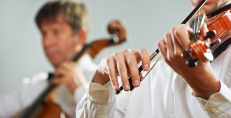 musica clasica: M�sica cl�sica: Violinista tocando en el concierto