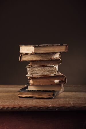 libros antiguos: Pile of rare ancient books on an old table, wisdom and knowledge concept Foto de archivo