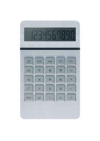 calculadora metálica de plata sobre fondo blanco y números en pantalla