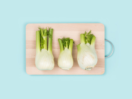 Fresh fennel on a wooden chopping board, food preparation and healthy eating concept Banque d'images