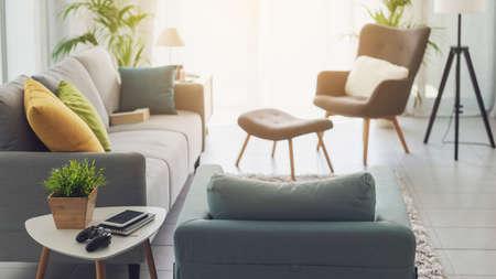 Contemporary living room interior with warm sunlight 版權商用圖片