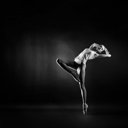 danza moderna: Un retrato de una mujer joven gimnasta hermosa Foto de archivo