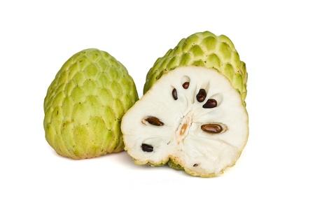chirimoya: Flan de frutas tropicales de manzana sobre fondo blanco