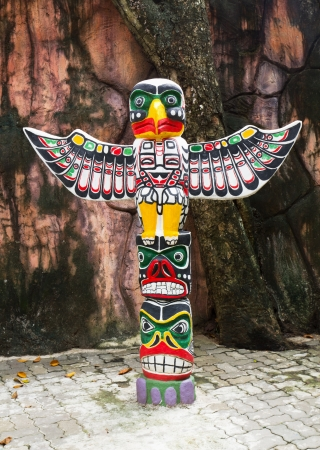 the totem pole: Sculpture Totem Pole Eagle wings