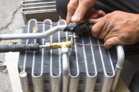 h�nde in der luft: Druckluft Fahrzeugkomponenten repariert werden