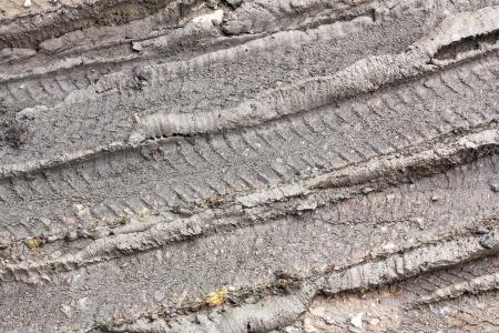 huellas de neumaticos: Pista de la rueda en el camino del campo. Huellas de neum�ticos en el barro