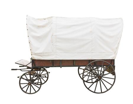 carreta madera: Carro cubierto con la tapa blanca sobre fondo blanco Foto de archivo